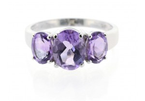 9ct White Gold and Amethyst Ring