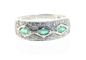 Natural Emerald and Diamond Set Ring
